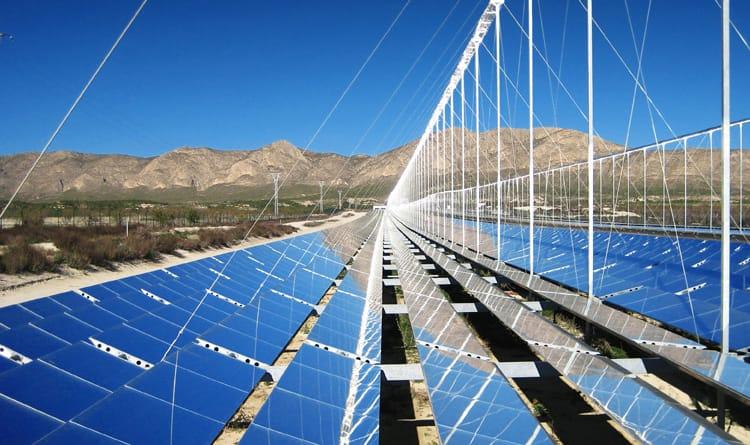 zonnecollectoren met robot schoonmaken